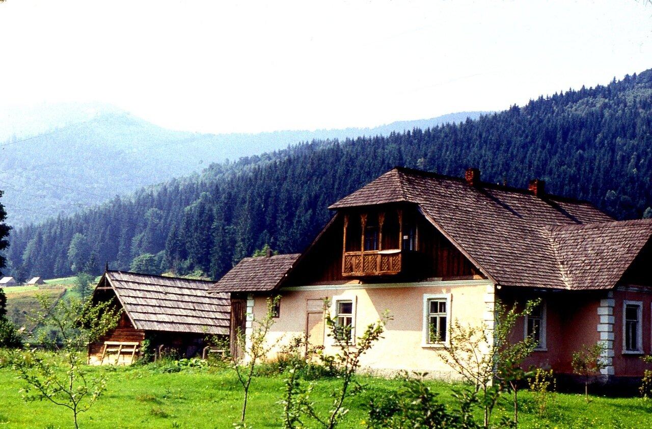 26.  Домик  с   балконом