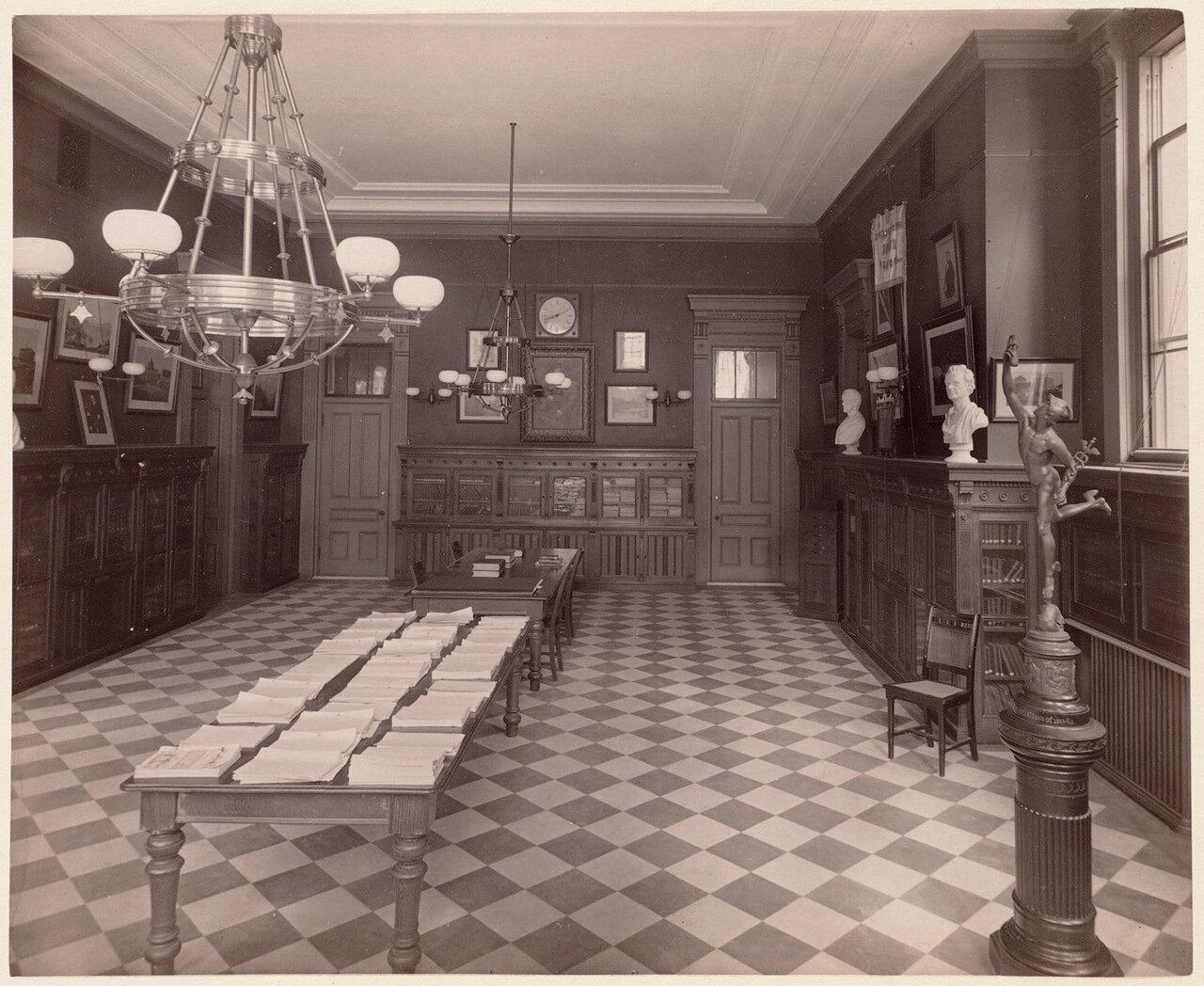 1893. Английская школа, учебный кабинет