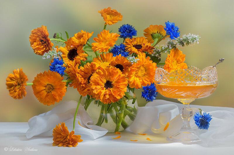 С цветами и мёдом