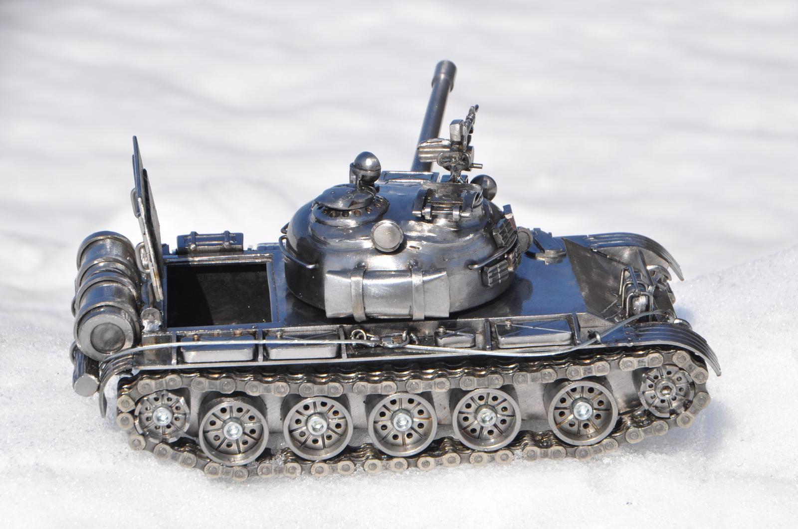 Ещё один танк.
