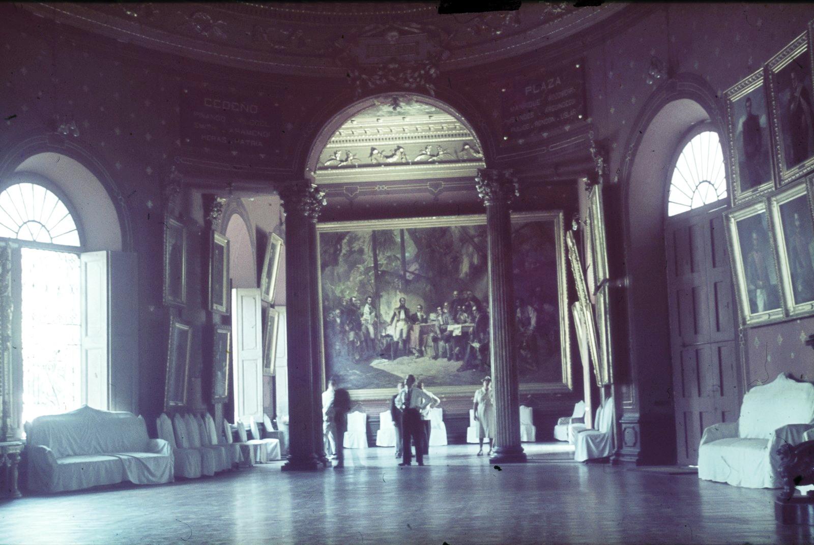 Венесуэла. Зал с монументальными картинами Мартина Товара-и-Товара