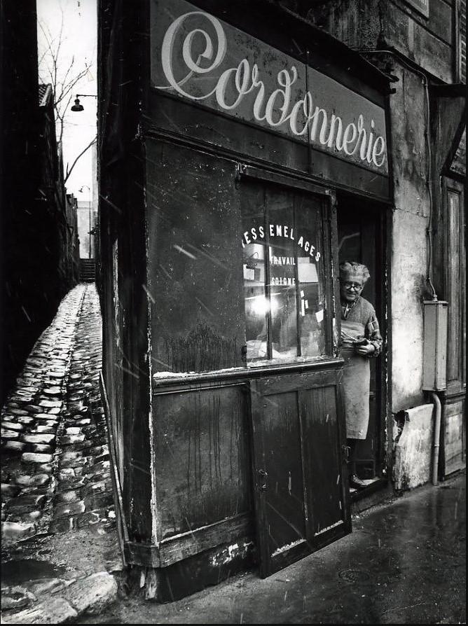 1974. Магазин сапожника на рю Пиксерекур