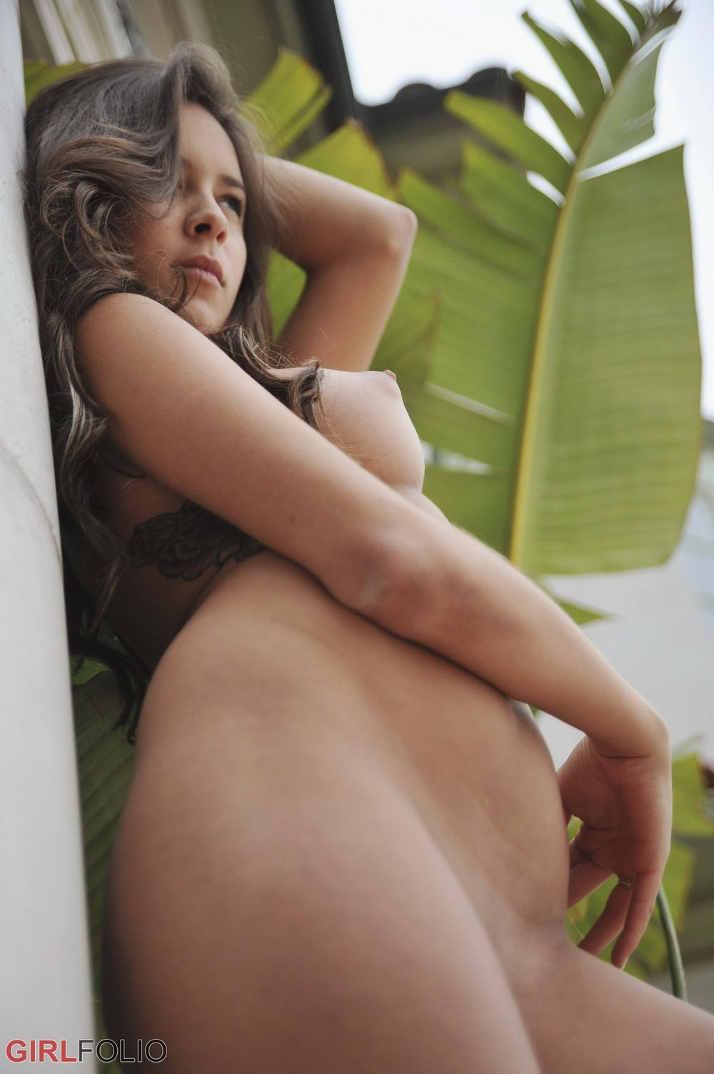 Шопоголик Nina James