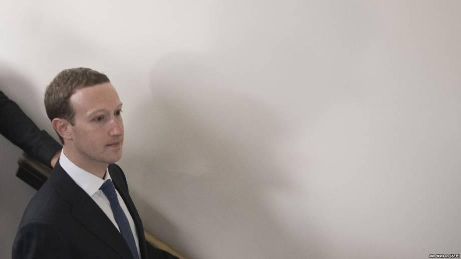 На Цукерберга и Фейсбук ожидают критические слушания в Конгрессе США