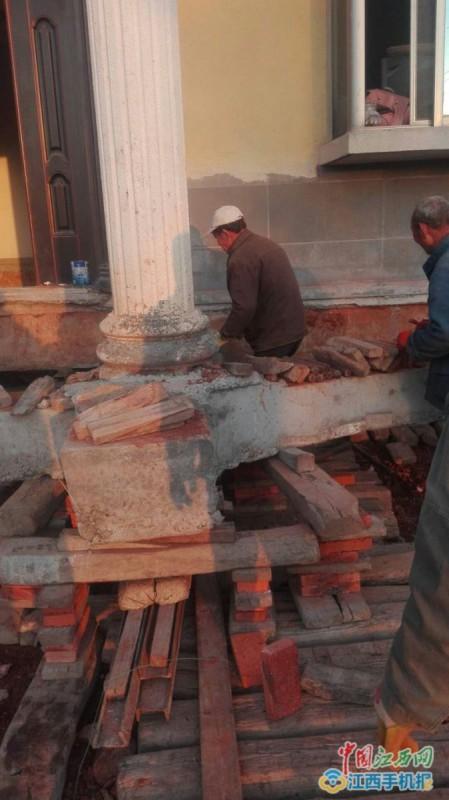 Хату подвинь: китайский фермер отказался сносить дом из-за строительства трассы, а просто перенес его на 40 метров (3 фото)