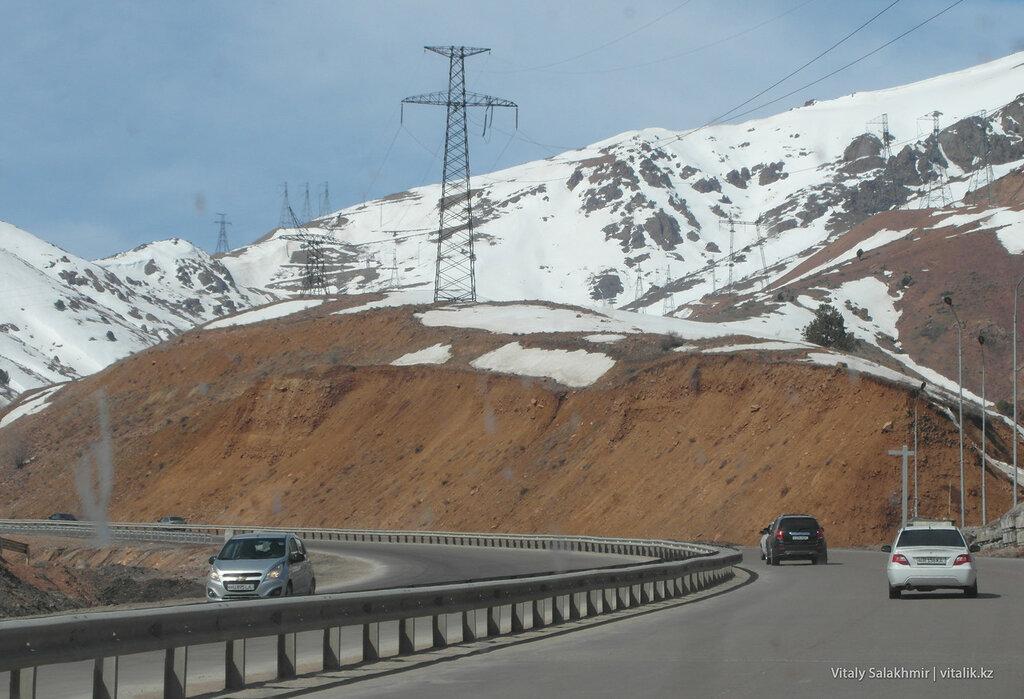 Дорога и снег, перевал Камчик