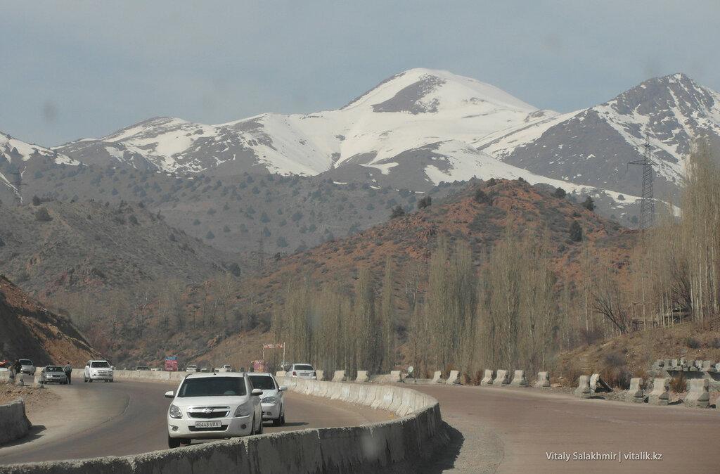 На перевале Камчик, Узбекистан