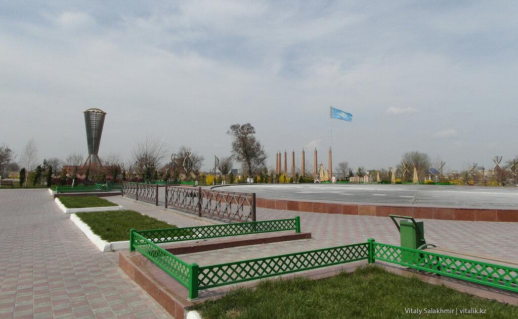 Парк Независимости Шымкент весной