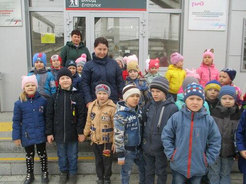Дети старшей и средней групп детского сада «Улыбка» побывали на железнодорожном вокзале