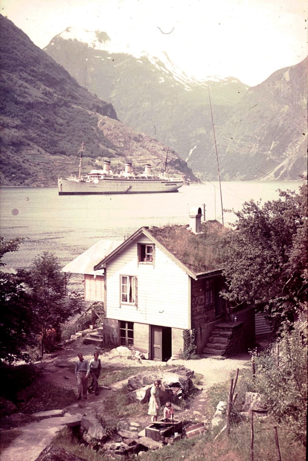 Гейрангер-фьорд. Пассажирский корабль «Reliance» перед Мероком