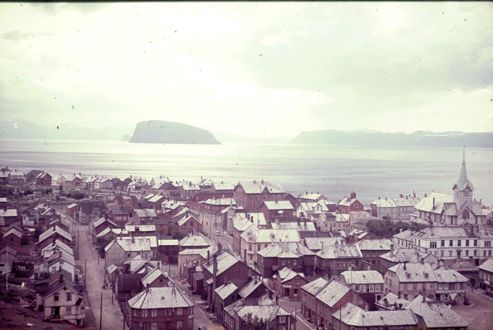 Хаммерфест. Вид на город с церковью
