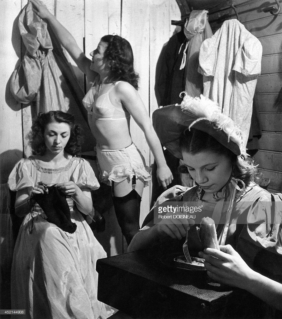 1951. Швеи из цирка. Париж
