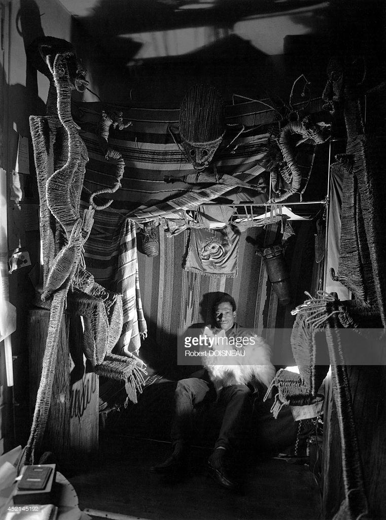 1960. Портрет ивуарийского скульптора Кристиана Латтье