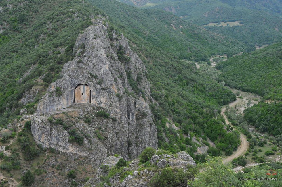 Самые большие скальные гробницы в Турции