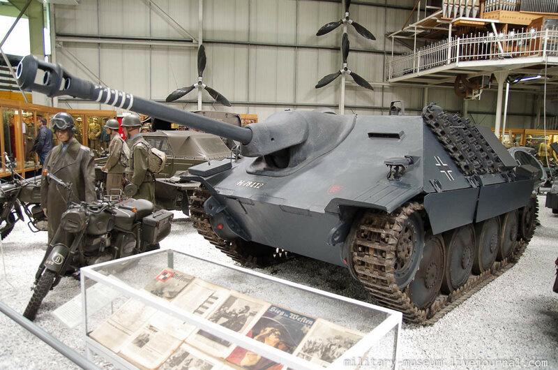 Военная техника в ангарах Музея техники в Зинсхайме