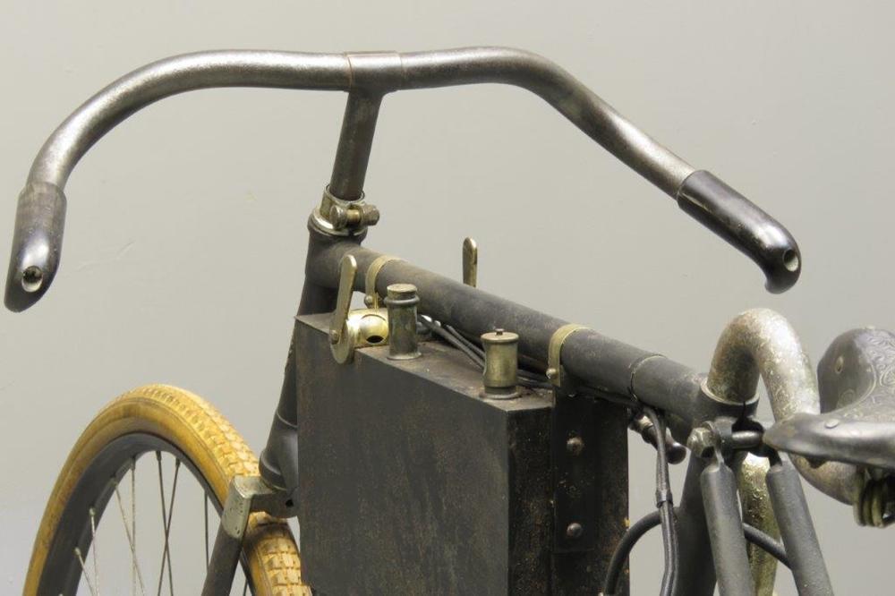 Старинный велоцикл Lamaudiere et Labre 1899