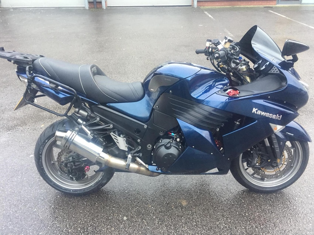 Заряженный туристический мотоцикл Kawasaki ZZR1400