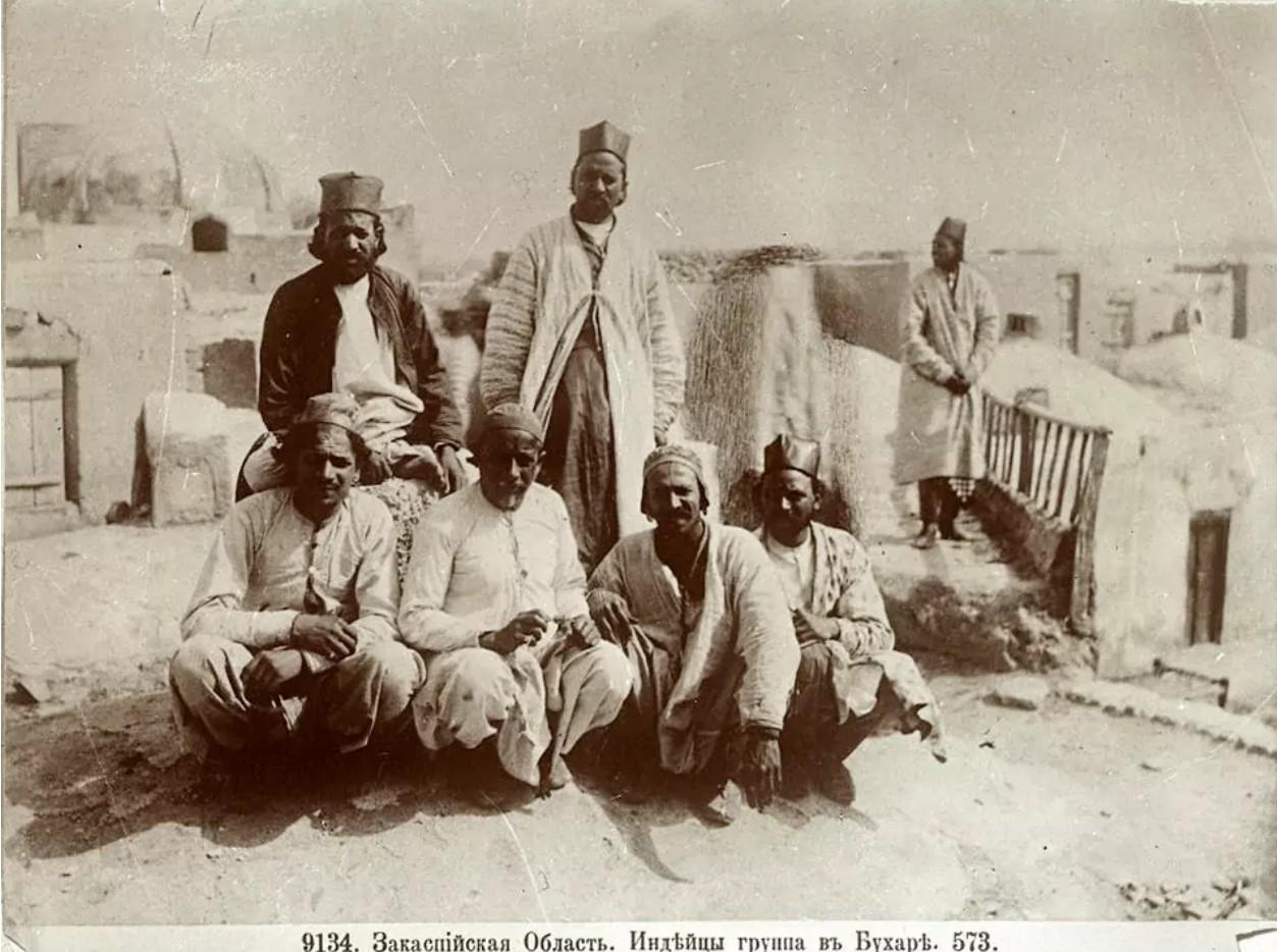 Группа индийцев