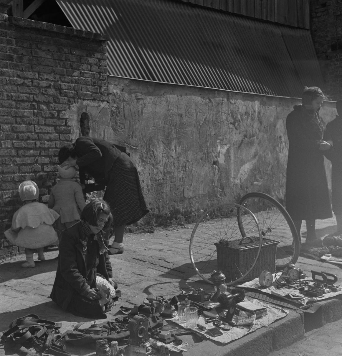 36. Торговля на тротуаре