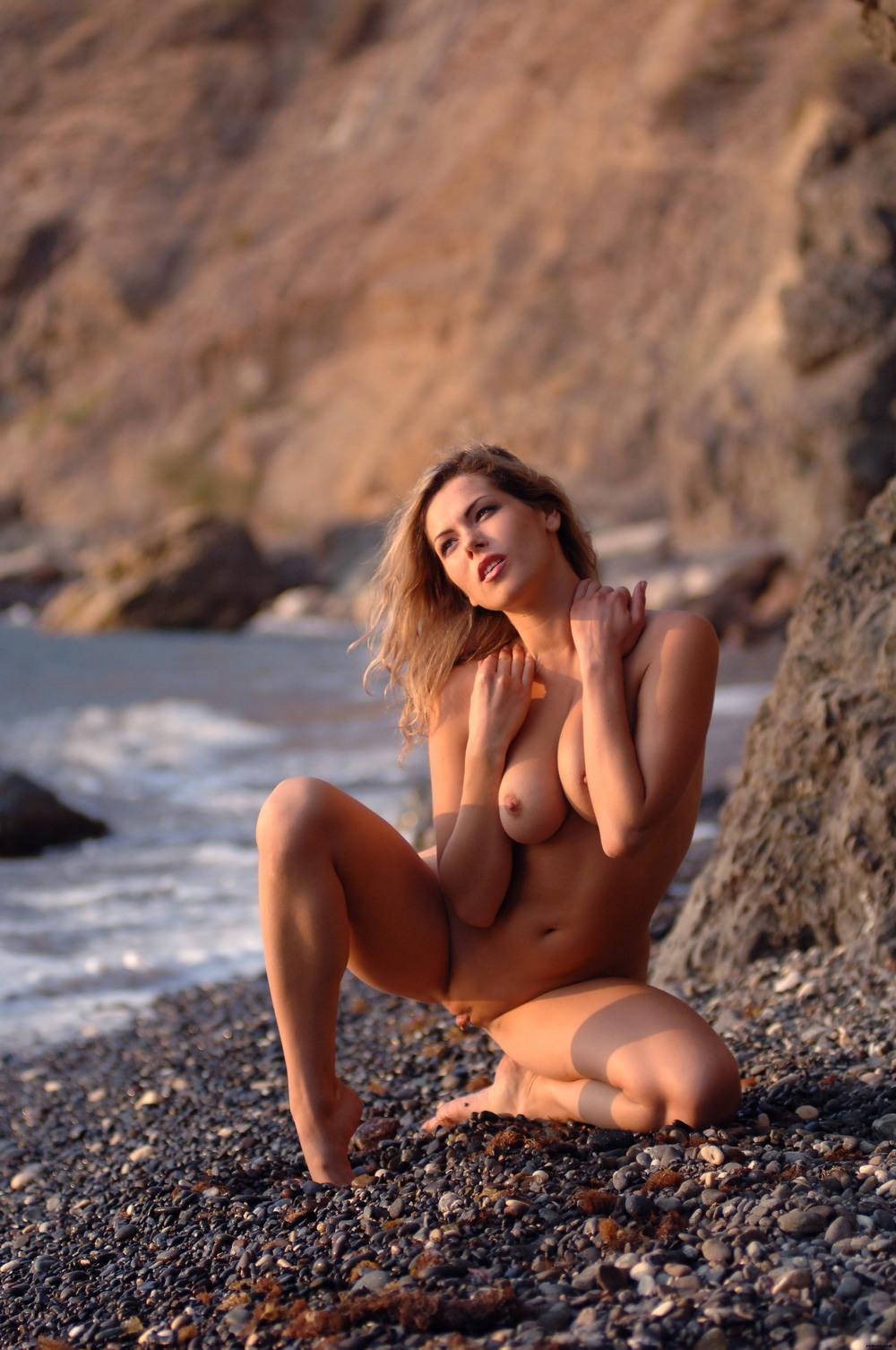 Обнаженная Malvina на пляже