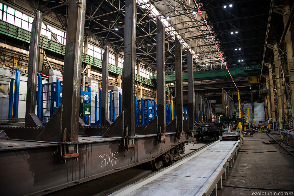 Kemerovo machine builders began to produce new railway platforms; the plant, new, produces, new, platform, new, iron,timber trucks, which, now, the road, forward, line, cargo, production, Kemerovo, Kemerovohimmash, factory, so, January