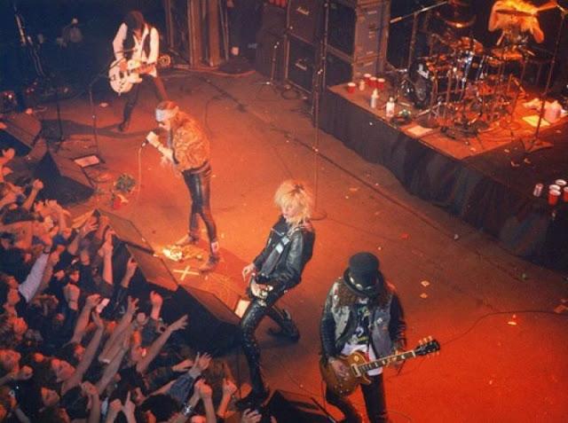 Как выглядели культовые рок-группы в самом начале карьеры (21 фото)