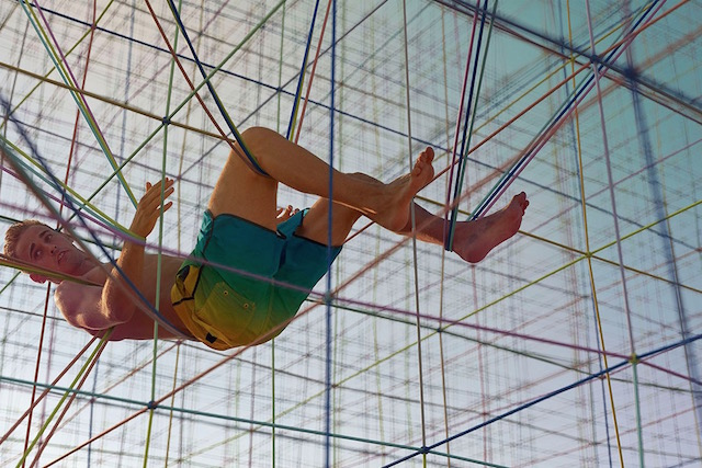 Rainbow-Colored Acrobatic Photography (10 pics)