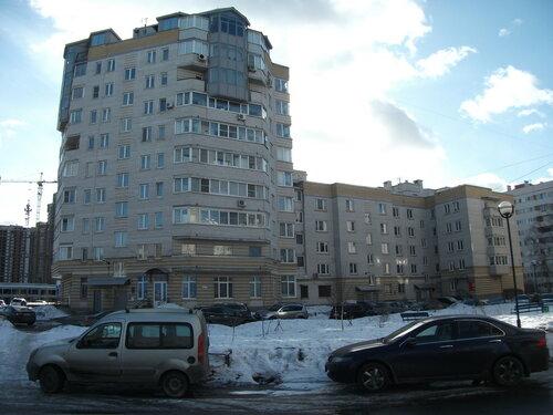 ул. Кустодиева 17