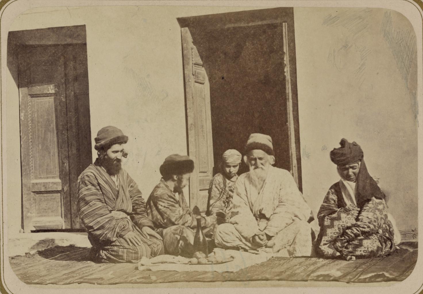 Еврейские свадебные обряды. Встреча невесты, жениха и членов их семей до брака.