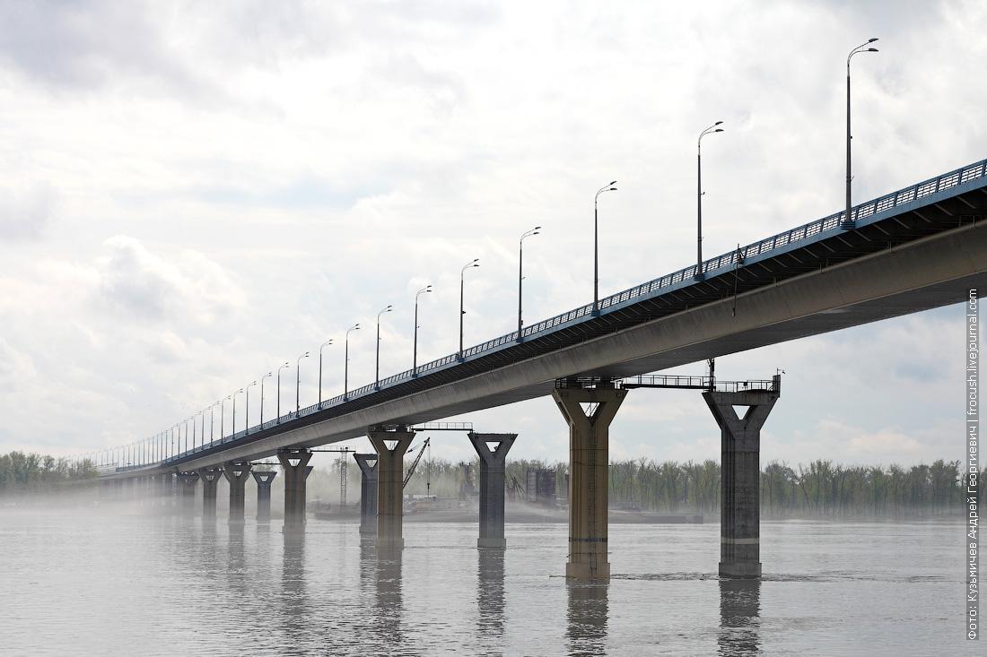 Волгоградский автомобильный мост оказался прям какой-то границей для тумана