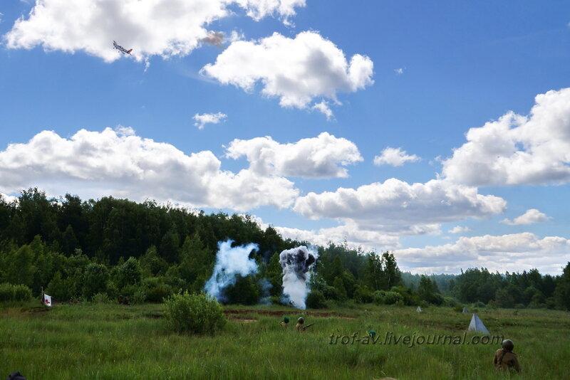 Немецкий самолет бомбит позиции РККА. 22 июня, реконструкция начала ВОВ в Кубинке (2 часть)