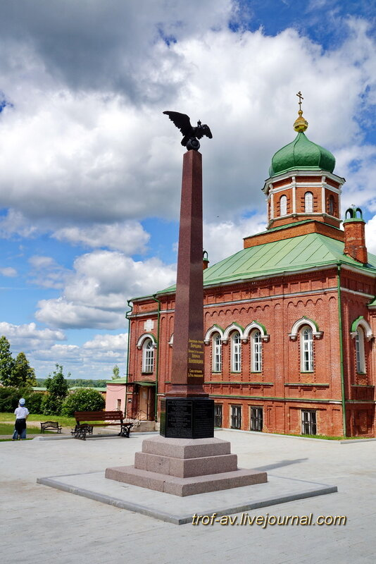 Спасо-Бородинский женский монастырь, памятник доблестным героям Бородина