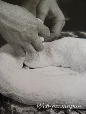 Как сформовать домашний хлеб с начинкой в виде рулета