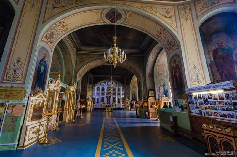 Внутри храм очень красив (31.05.2013)