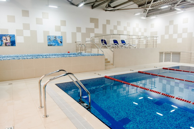 фитнес клуб с бассейном