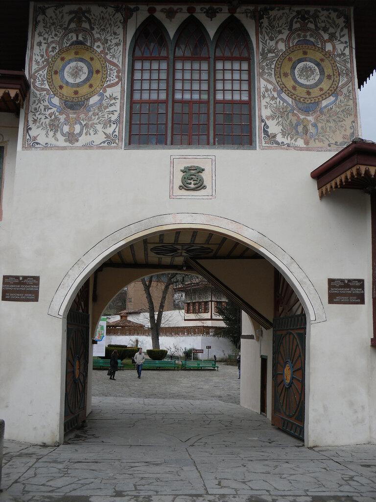 Ханский дворец в Бахчисарае. Вид северных ворот..jpg