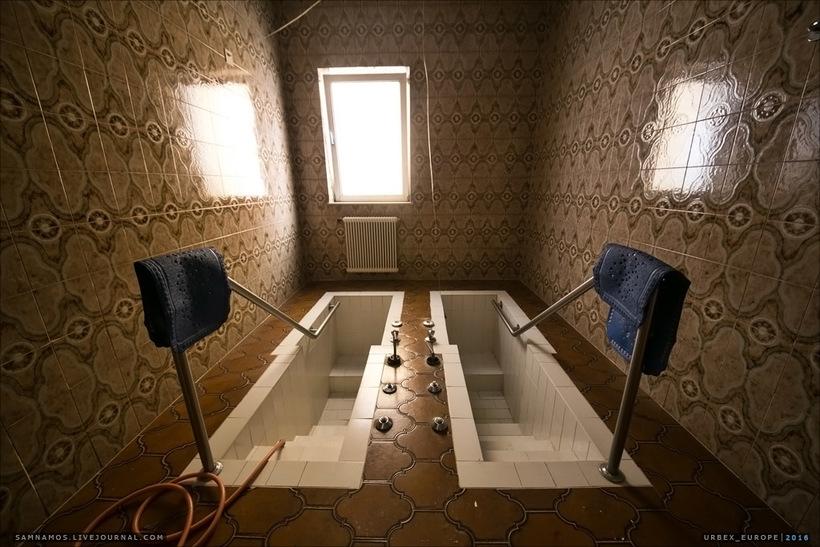 Показываем заброшенный отель в Альпах, не уступающий в роскоши действующим гостиницам