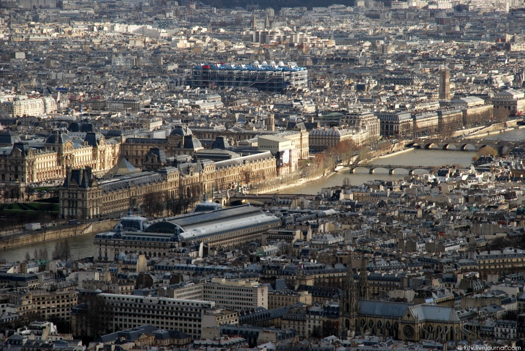 21. Сегодня Лувр — один из крупнейших и старейших музеев в мире. К наиболее известным экспонатам мож