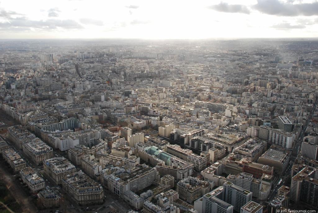 33. Здесь проживает 225 тысяч человек. Этот округ считается самым густозаселенным в Париже.