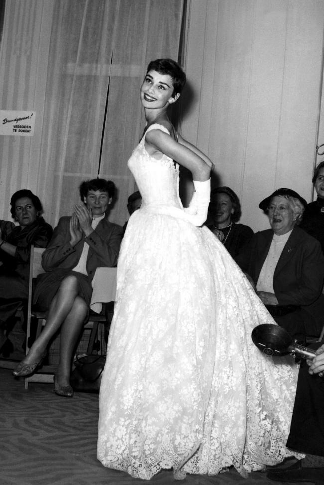 Актриса на фешен-шоу в Герзоне, Амстердам. 2 ноября 1954 г.