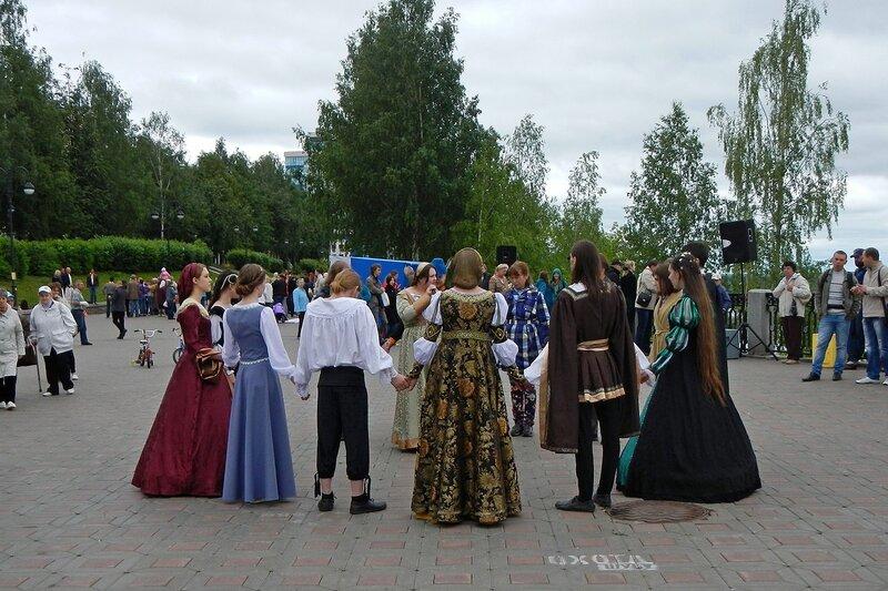 Клуб исторического танца проводит мастер-класс