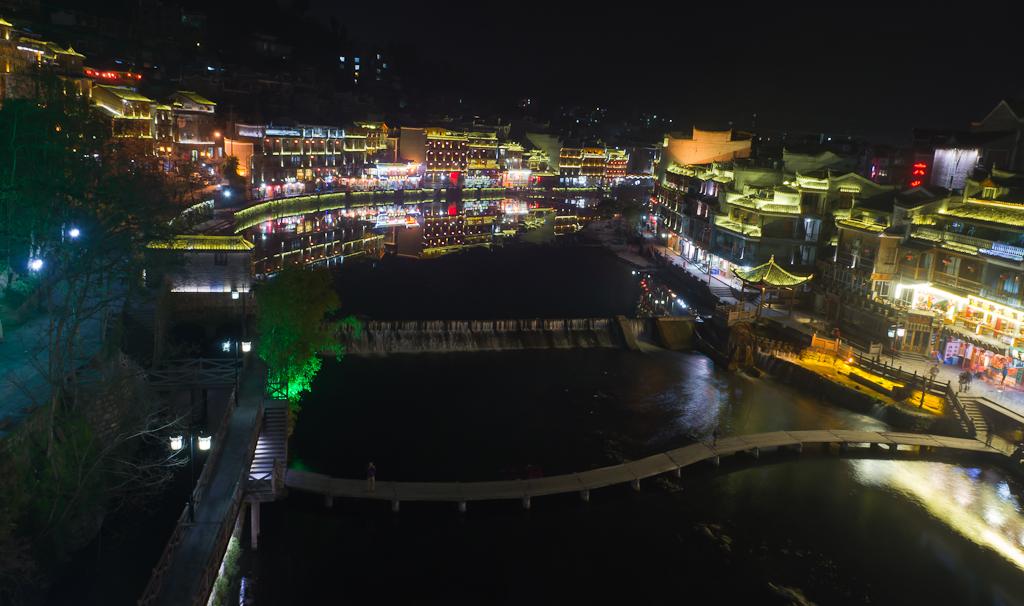 Фото 13. Достопримечательности Китая. Отчет о путешествии по стране самостоятельно. Панорама ночного Фэнхуана