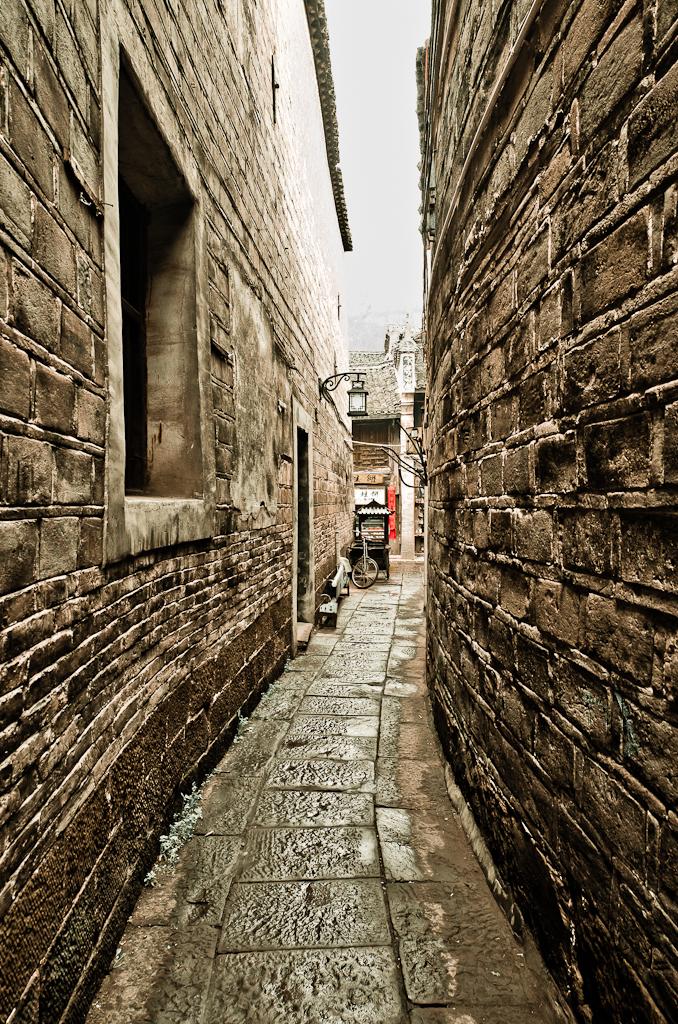 3. Узкая улочка, ведущая к нашей гостинице в Фенхуане. Рассказы туристов о поездке в Китай.