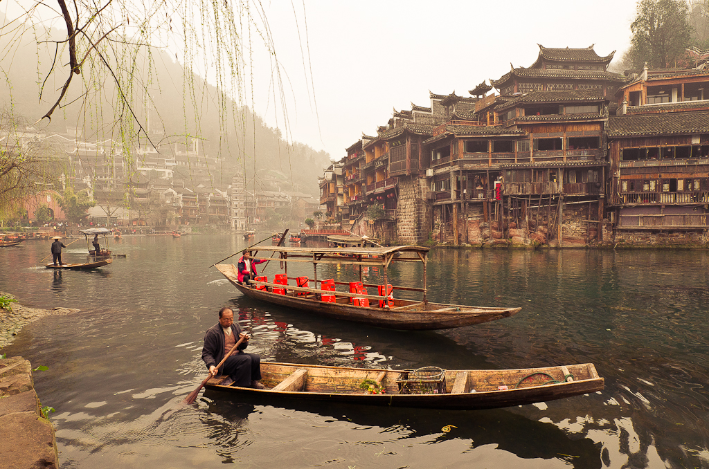 7. Плыла, качалась лодочка по Яузе-реке... Ой, по реке Тоцзян...