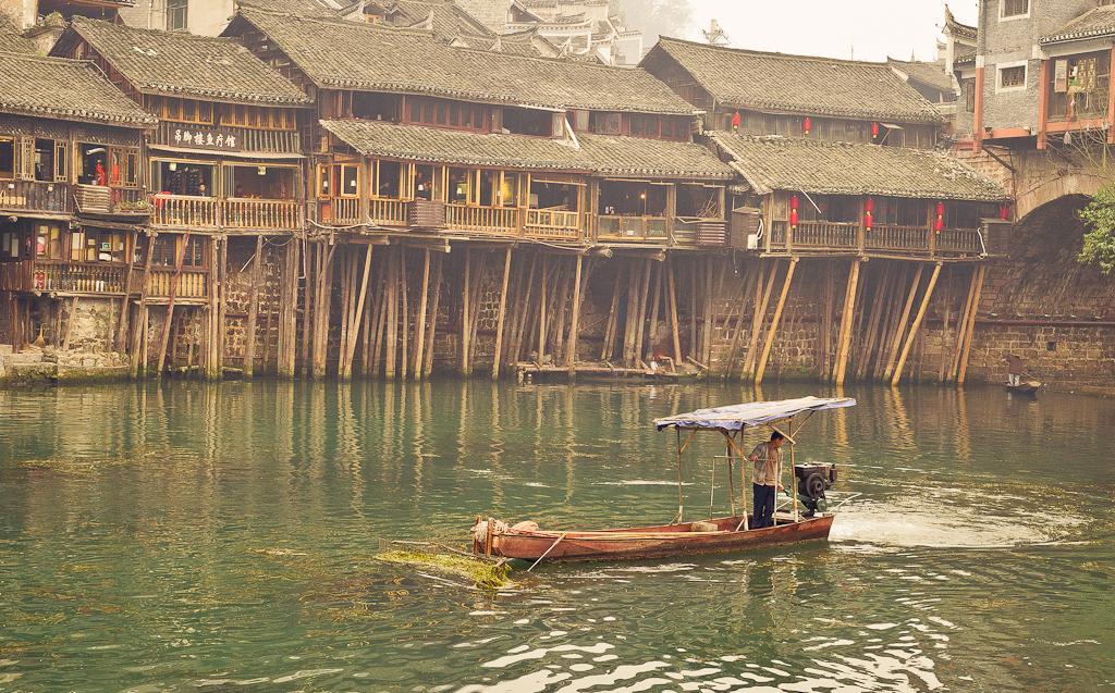 12. Водный бульдозер. Поездка в Фенхуан (Fenghuang Ancient City) из Чжанцзяцзе. Отчеты о путешествиях по Китаю.