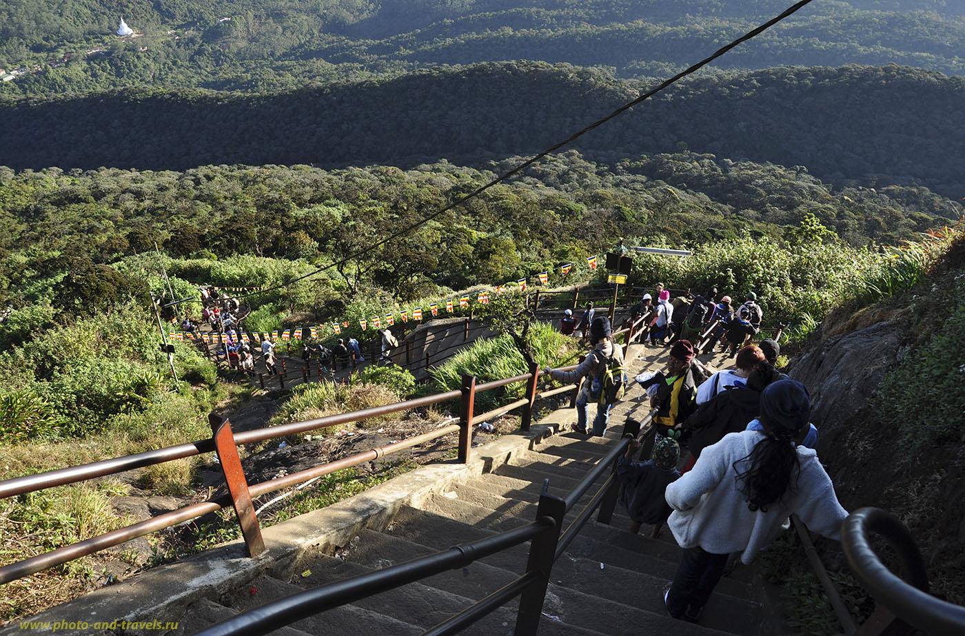 Фото №7. Шри-Ланка. Интересные места. Тропа на Adam's Peak и вниз с него кажется бесконечной.
