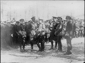 1919. Архангельск, командующий союзными войсками генерал Айронсайд инспектирует русских добровольцев