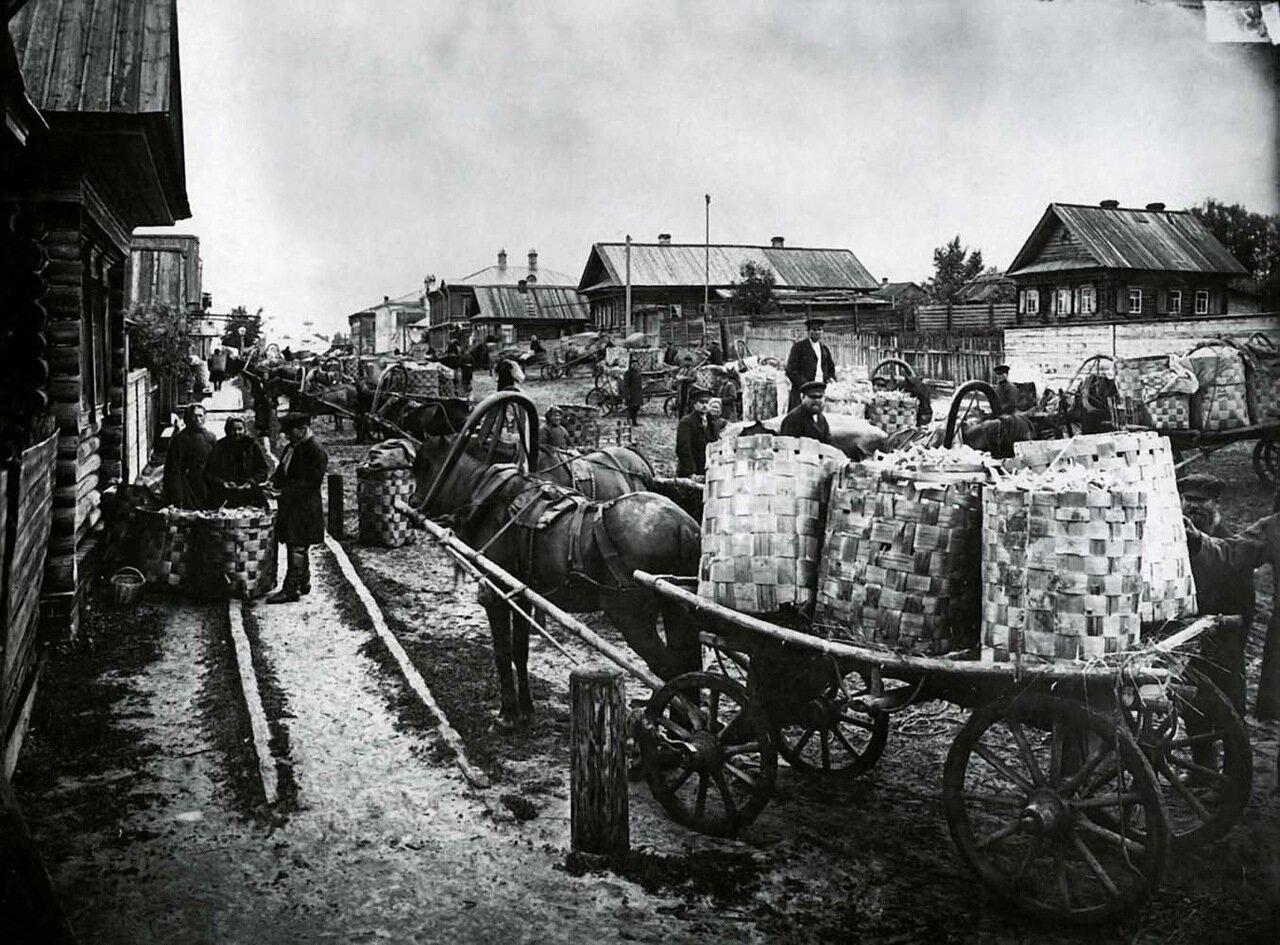 Ложкарный базар в городе Семенове. Конец ХIX - начало ХХ века.