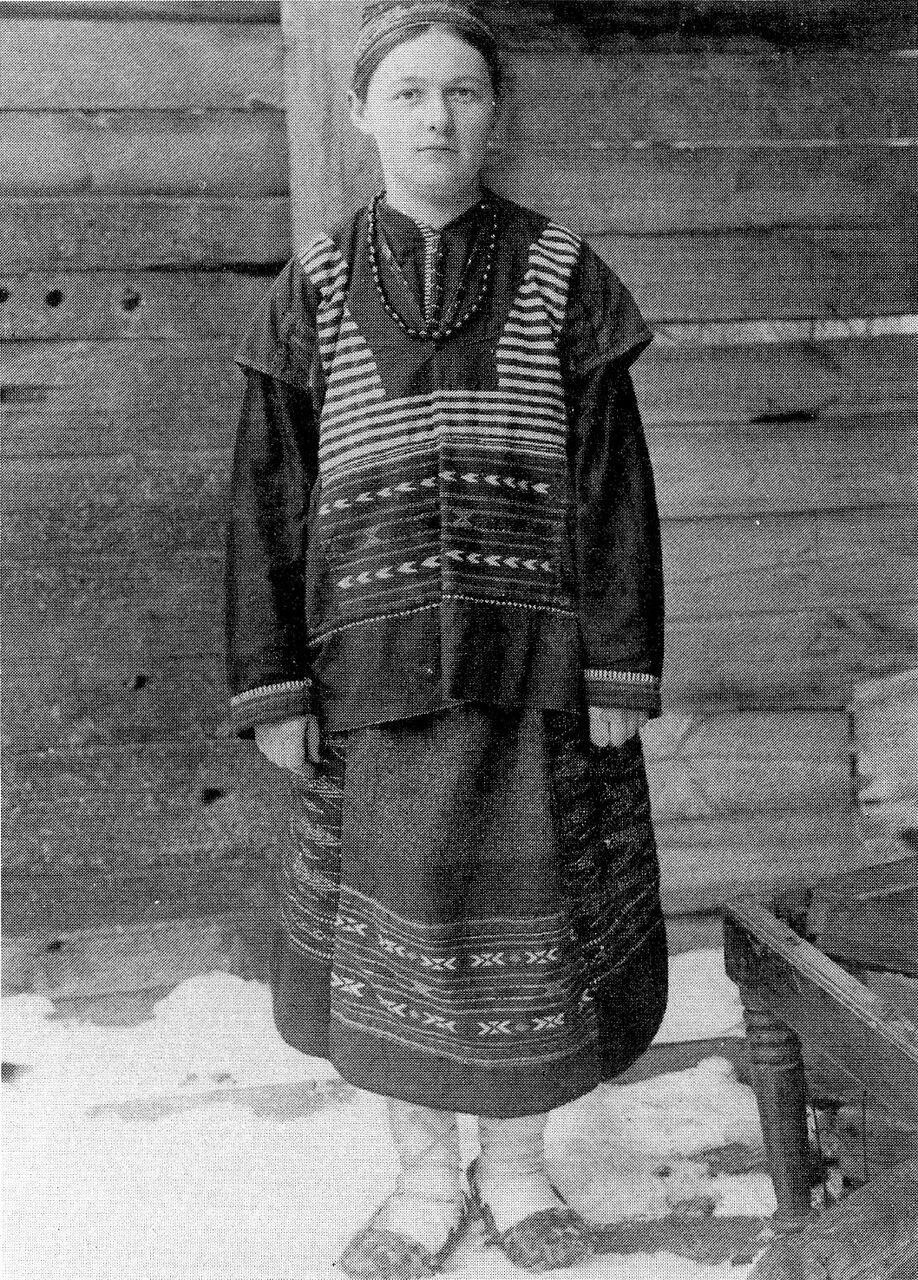Крестьянка в праздничном костюме. Рязанская губ. 1912 г.