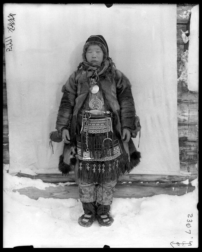 Женщина в традиционной одежде, Марково, 1901